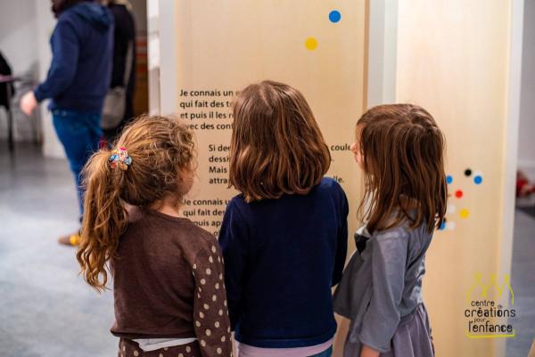Exposition Les trous dans le vent (Bernard Friot et Aurélie Guillerey), production du Centre de Créations pour l'Enfance et les éditions Milan