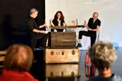 """""""Chemins de traverses"""" Lecture-performance en partenariat avec les archives départementales , le thème: les déplacements, migrations des alsaciens depuis 1850 jusqu'à 1939 tout public à partir de 13ans (collège)"""