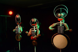 COSMOPHONIE : 3 musiciens/comédiens, mise en scène Ismaïl Safwan