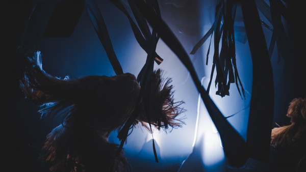Curious fringes-The blast of Cave/ Avril 2018/ Macao Arts Festival/Collaboration entre Ersatz et Mao Wei & Tracy Wong